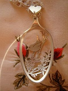 best use of an old spoon yet! vintage spoon necklace..wow!