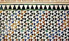 Geometric Designs, The Basics: Tessellated pattern in the Alhambra Spanish Tile, Mc Escher, Villa Design, Mosaic Glass, Stained Glass, Geometric Designs, Islamic Art, Sacred Geometry, Quilt Patterns