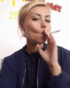 RaunchySmokingFetish Smoking Ladies, Girl Smoking, Women Smoking Cigarettes, Cigar Smoking, Girls World, Female Images, Sexy Women, Glamour