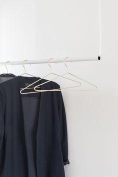 DIY gör en enkel och stilren klädhängare till hallen | Helena Nord