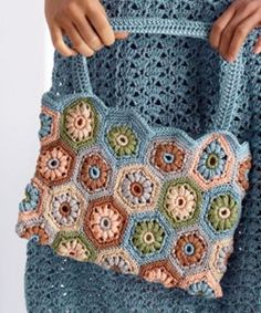 Hexagon square bag. Website in some other language, but the pattern is in english