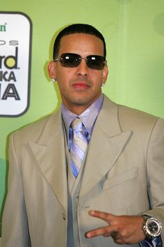 Daddy Yankee Photos Photos - Rapper Daddy Yankee poses backstage at 2005 Billboard Latin Music Awards at the Miami Arena April 28, 2005 in Miami, Florida. - 2005 Billboard Latin Music Awards - Pressroom