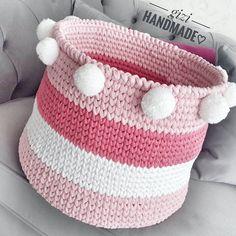 28.2k Followers, 605 Following, 549 Posts - See Instagram photos and videos from By Ayşe Gizem Çakır✂ (@gizihandmade) Crochet Symbols, Crochet Motifs, Wire Crochet, Crochet Gifts, Crochet Toys, Crochet Baby, Knit Crochet, Quick Crochet Patterns, Crochet Basket Pattern