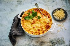 Broileri-riisivuoka Finnish Recipes, Cooking Tips, Cooking Recipes, Quick Meals, Cheddar, Family Meals, Quiche, Mashed Potatoes, Macaroni And Cheese