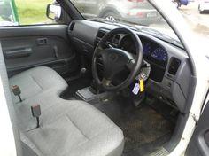 2002 Toyota Hilux 2.4 diesel Goodwood - image 4