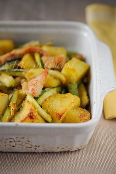 Straccetti di pollo patate e zucchine gratinati vickyart arte in cucina Meat Recipes, Chicken Recipes, Cooking Recipes, Healthy Recipes, Menu Dieta, Food Humor, Mediterranean Recipes, Light Recipes, International Recipes