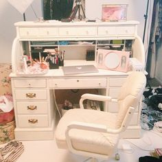 give an antique roll top desk an ivory creme paint job Diy Furniture Projects, Refurbished Furniture, Repurposed Furniture, Furniture Decor, Home Projects, Painted Furniture, Desk Makeover, Furniture Makeover, Bedroom Crafts
