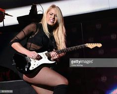 Arianna Powell Ladies Of Metal, Metal Girl, Punk Rock Girls, Rock N Roll, Women Of Rock, Guitar Girl, Female Guitarist, Rock Outfits, Rock Chic