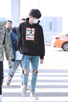 that's IKON — netkon: to the moon n back Korean Airport Fashion, Korean Fashion Work, Kim Hanbin Ikon, Chanwoo Ikon, Fashion Idol, Kpop Fashion, Fashion Outfits, Jung Daehyun, Kpop Mode