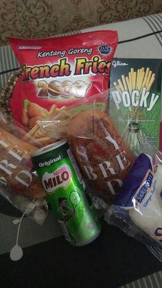 Food N, Junk Food, Food And Drink, Snack Recipes, Dessert Recipes, Tumblr Food, Snap Food, Night Snacks, Indonesian Food