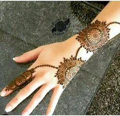 Simple mehndi designs for hands to kick start the ceremonial fun. If elaborate henna designs are a bit too much for you, then check out these henna designs. Pakistani Mehndi Designs, Dulhan Mehndi Designs, Latest Arabic Mehndi Designs, Mehndi Designs For Girls, Modern Mehndi Designs, Wedding Mehndi Designs, Latest Mehndi Designs, Mehendi, Arabic Design