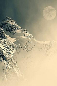 Mountain, fog, misty, moon, stunning, snow, icy, cold, stunning view, breathtaking, photo.