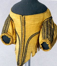 17th century. Extremely low front. Note spiral lacing.