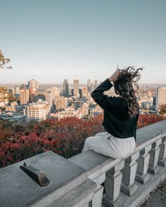 The Belvedere Lookout in Mount Royal in Montreal. This is one of the best free things to do in Montreal. Mont Royal Montreal, Montreal Quebec, Montreal Travel, Visa Canada, Place To Shoot, New York City Travel, Best Sunset, Travel Oklahoma, Canada Travel