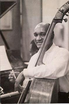 Oscar Pettiford (Okmulgee, de Oklahoma, 30 de septiembre de 1922 - Copenhague, 8 de septiembre de 1960)