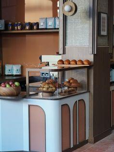 Food display case - restaurant design City Restaurants, Restaurant Bar, Interior Inspiration, Interior Design, Kitchen, Indigo, Environment, Interiors, Nest Design