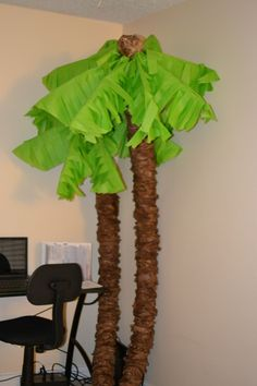 Palm trees from pool noodles, paper bags and tissue paper. Perfect for island or luau theme Paper Palm Tree, Palm Trees, Palm Tree Crafts, Palm Tree Leaves, Party Fiesta, Luau Party, Rio Party, Beach Party, Moana Party