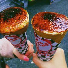 「ヒステリックジャム」は神戸のバタークレープ専門店。たくさんあるクレープの中でも人気なのが、「クレームブリュレクレープ」です。これはクレープの表面をカラメル状に仕上げたものになっていて、その味わいは香ばしく新感覚!
