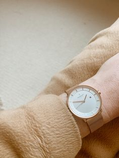 Scandinavian minimalist design is the coveted look that marries both function and quality, with style. A classic timepiece to wear for years to come. Minimalist Scandinavian, Minimalist Design, Scandinavian Design, Simple Style, My Style, Polished Look, Clean Beauty, Watch Sale, Watch Brands