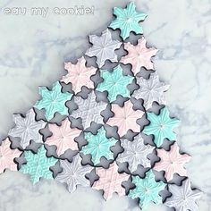 Snowflake Cookies, Xmas Cookies, Spice Cookies, Blue Christmas, Sugar And Spice, Royal Icing, Christmas Treats, Cookie Cutters, Pink Blue