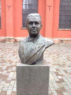Statue of Jussi Björling, world famous Swedish tenor