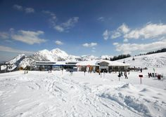 t is located at the Naßfeld Pass and contains over 220 snow machines for creating artificial snow, 110 km of ski tracks and 30 ski lifts. Top Ski, Artificial Snow, Snow Machine, Weekend Deals, Ski Lift, Felder, Washington Dc, Mount Everest, Skiing