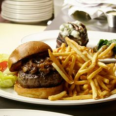 Minetta Tavern's excellent burgers use a beef blend—dry-aged rib eye, skirt steak, brisket and short rib—from famed purveyor Pat LaFrieda, and buns from Balthazar Bakery.