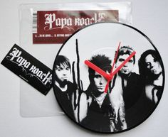 """PAPA ROACH - To Be Loved Original 2006 Vinyl (7"""" 45rpm) Picture Disc Record Clock. Original, Collectable Vinyl Record."""