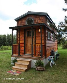 A 207 square feet tiny house on wheels. Love the shingles on the top part of the house and the colors on the outside. Tiny House Family, Tiny House Swoon, Tiny House Nation, Tiny House Living, Tiny House Plans, Tiny House On Wheels, Tiny House Design, Family Family, Micro House