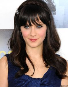 Zooey Deschanel Medium Curls with Bangs - Zooey Deschanel's hair looked ultra-shiny in large loose curls and accessorized with a sweet pale blue barrette the same color as her eyes. Long Haircuts With Bangs, Hot Haircuts, Popular Haircuts, Hairstyles Haircuts, Fashion Hairstyles, Casual Hairstyles, Short Hairstyle, Curls For Long Hair, Long Hair Cuts