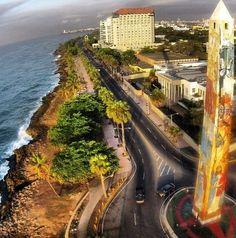 Una bella vista en la costa de la ciudad de Santo Domingo. El obelicso fue pintado en honor a las Hermanas Mirabal. Crédito Imagen: Quisqueya Regali