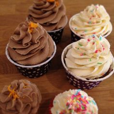 Fresh from the oven #cupcake #choklad #chocolate #daim #orange #vanilla #blueberry #tuttifrutti #fika #dessert #snack #lördagsmys #lyx #gottigottgott #gott #fint #yummy #delicious #homemade #hembakat #freshfromtheoven #fresh #göteborg #linné