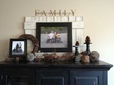 Pallet behind framed photo. Cute
