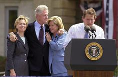 Hillary and Bill Clinton with Tipper and Al Gore campaigning in British English, American English, William Jefferson, Al Gore, Presidents, Friendship, Chinese, United States, Trees