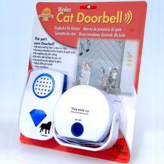 Questo particolare campanello consiste in un sensore ad infrarossi ed una lente speciale per animali domestici con luci lampeggianti e suoni. Basterà infatti posizionare il sensore ad infrarossi ne...