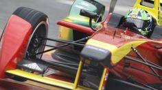 Sur un circuit en plein milieu de la ville, près du stade olympique, le tout premier grand-prix de Formule E électrique a eu lieu. Luca di Grassi devient, dans le dernier virage, le tout premier vainqueur du championnat. Avant-course : C'est un sentiment mitigé qui accompagne cette première course.