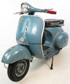 Vespa in der Originallackierung Blu Medio 213 Vespa Vbb, Vespa Lambretta, Vintage Vespa, Vintage Italy, Motor Scooters, Vespa Scooters, Triumph Motorcycles, Ducati, Mopar