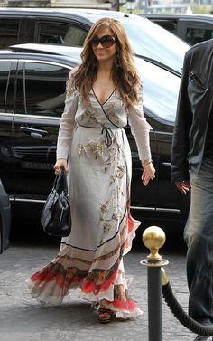 Eu confesso que as vezes a gente pega no pé da Jennifer Lopez quando ela comete alguns deslizes, mas quando a pessoa acerta a gente também tem que aplaudir, né. E ela tem feito bonito esta semana. O cabelo está maravilhoso!!!