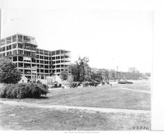 Apartment construction in 1925 courtesy of Missouri Valley Special Collections. With all this new biz and opportunity, naturally, housing came along. Apartment construction around the Plaza area began in the 1920s. It was in one of these buildings – the Riviera Apartments – that the author Ernest Hemingway lived whilst working as a cub scout for the Kansas City Star.