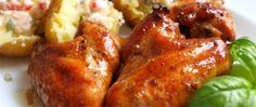 Recept Kuřecí křídla v pivní marinádě s novými brambory a hermelínovo rajčatovým dipem Tandoori Chicken, Chicken Wings, Baked Potato, Hamburger, Dip, Sausage, Grilling, Food And Drink, Treats