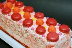 Bûche pour les enfants à la fraise  tagada et smarties.  Réalisée par la célèbre Mercotte  !!!!