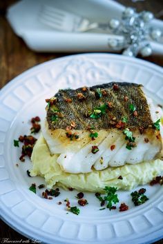 Skrei on Mascarpone puree with Chorizo Gremolata - essen - Fish Recipes Cuban Recipes, Fish Recipes, Seafood Recipes, Snack Recipes, Dinner Recipes, Cooking Recipes, Hamburger Meat Recipes, Meatloaf Recipes, Sausage Recipes