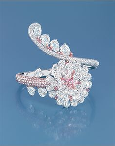 FORMS Jewellery Ring with a brilliant-cut pink and colourless diamonds.