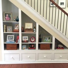 44 Unbelievable Storage Under Staircase Ideas Bewitching Your Staircase Look Clever - Elevatedroom Under Staircase Ideas, Storage Under Staircase, Space Under Stairs, Staircase Shelves, Under The Stairs, Under Basement Stairs, Basement Staircase, Room Shelves, Under Stairs Storage Drawers