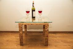 Журнальный стол «Salvador» Дизайнерский журнальный стол ручной работы из пробковой мозаики, с стеклянной столешницей. -Бренд #TCS #TkachukCorkStyle -Высота: 45 см  -Размер столешницы: 60\60 см -Толщина стеклянной столешницы: 8 мм (Закалённое стекло)  -При необходимости столешница быстро и легко демонтируется -Материал: деревянная основа, покрытая пробковой мозаикой -Пробковая мозаика влагостойкая, огнеупорная и антистатична – вам не придется постоянно вытирать его от пыли.