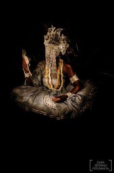 O Zaira Zeferino Fotografia registrou um lindo ensaio intitulado Almas e Angola. O trabalho retratou alguns orixás e entidades cultuados na umbanda. Confira!