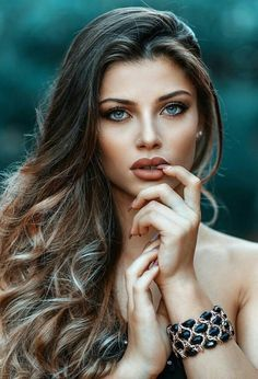 She would definitely be arrested if beauty became illegal Most Beautiful Faces, Beautiful Eyes, Gorgeous Women, Gorgeous Girl, Girl Face, Female Portrait, Pretty Face, Pretty Woman, Pretty Girls