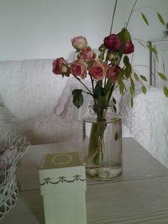 Petit bouquet avec ces petites roses que j'aime tant