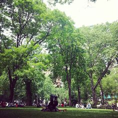 Nothing like taking a lunch break at Madison Square Park. #perfectweather #springtime