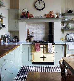A fantastic kitchen setting for this Cream Rayburn